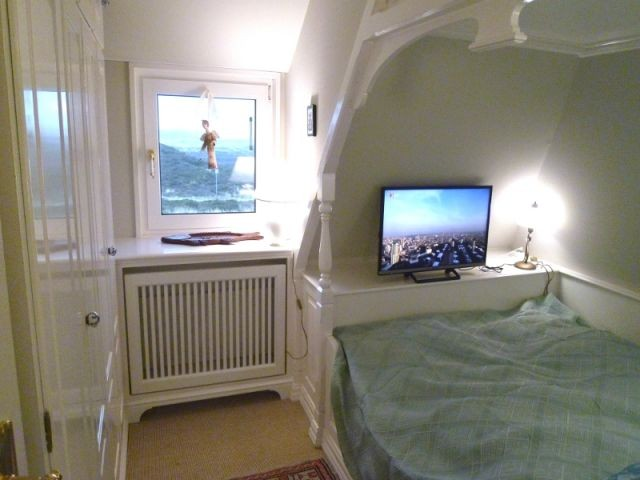 Schlafzimmer  mit TV im Obergeschoss