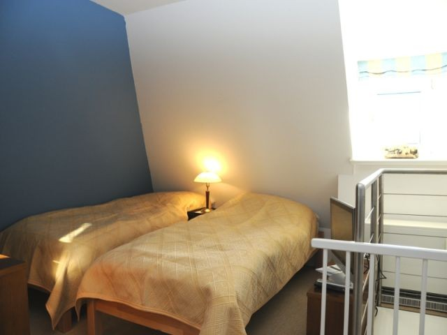 Schlafzimmer im Dachgeschoss mit TV