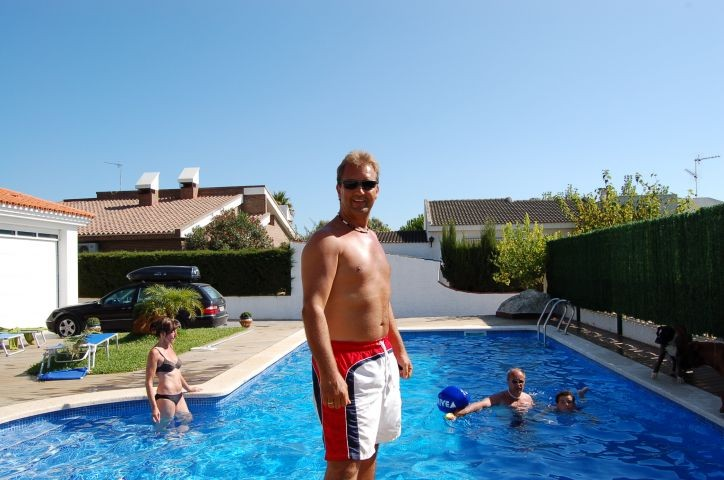 Familienspass im großen Pool