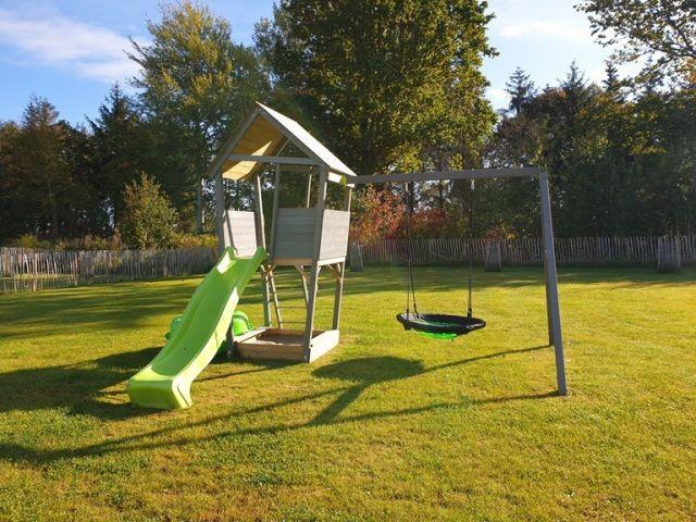 Spielplatz mit großem eingezäunten Garten Strandlümmel