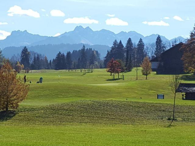 Direkt am Golfplatz in Traumlage