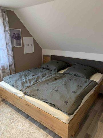 Schlafzimmer 1 mit Bett 180x 200 cm