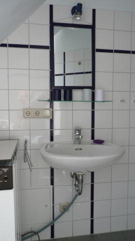Waschbecken, Waschmaschine und Durche