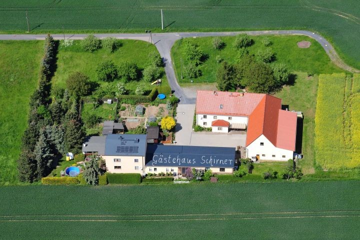 Luftaufnahme Gästehaus und Grundstück