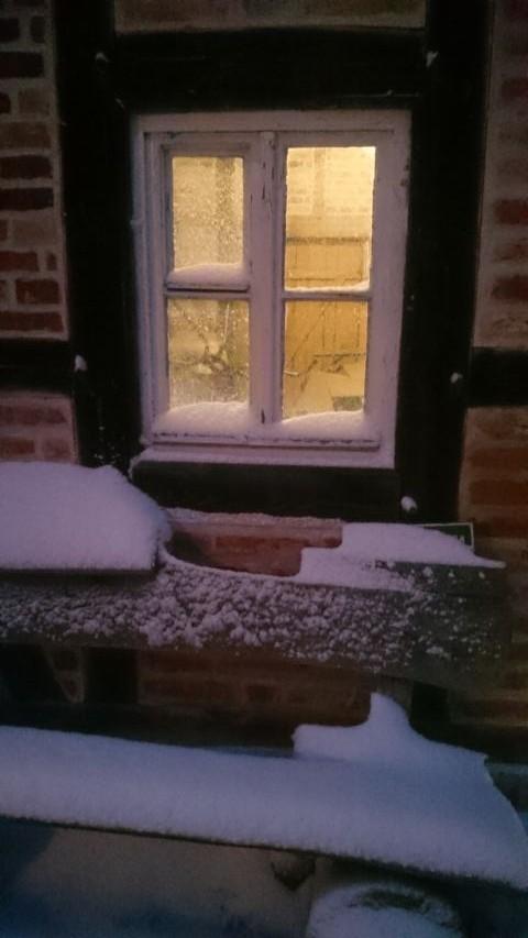 Schnee und Eis an den Fenstern