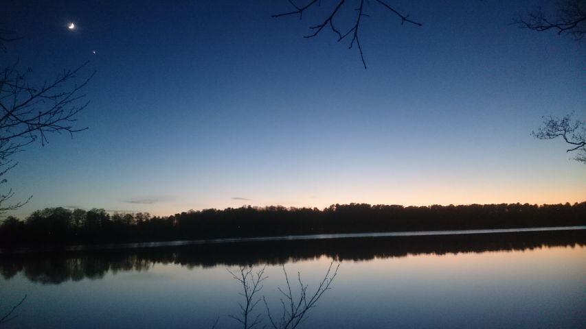 See unter dem Nachthimmel