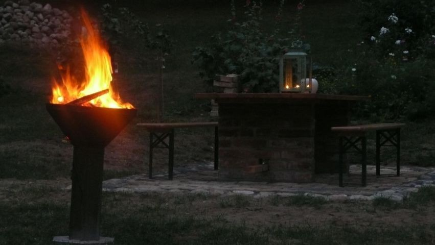 Feuerschale am Abend (Waldbrandstufe beachten !!!)