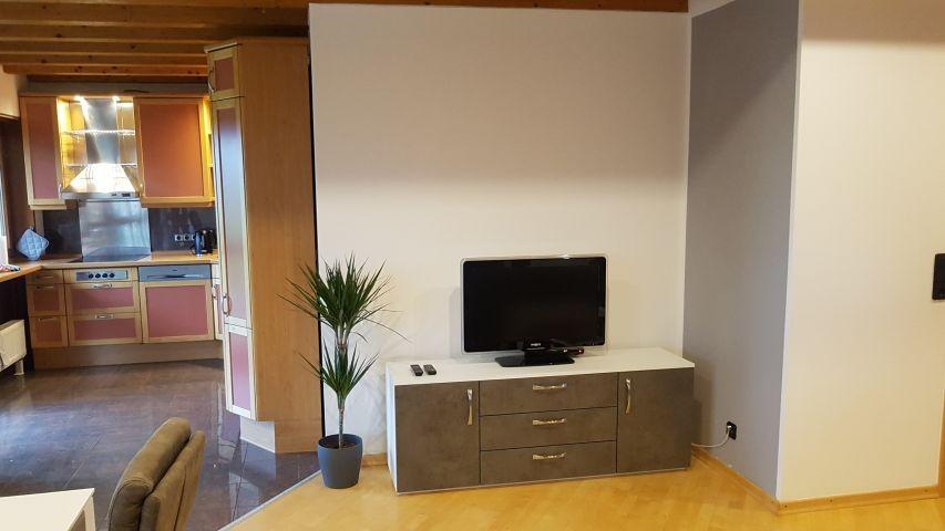 offener Wohnbereich mit TV