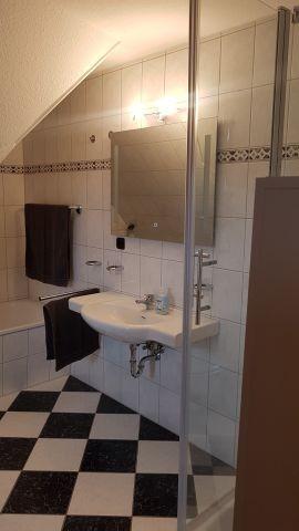 Bad mit Dusche/Wanne und WC
