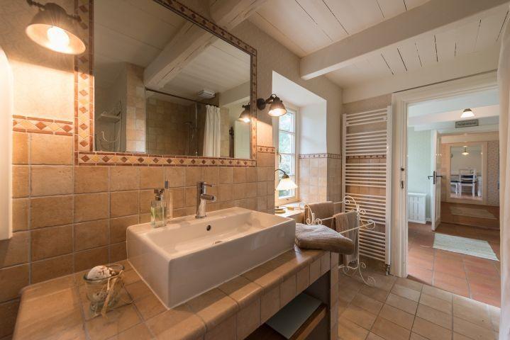Duschbad mit Wanne und WC