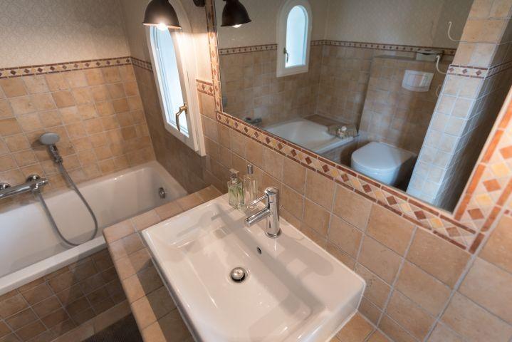 Badewanne - Bad mit Fenster