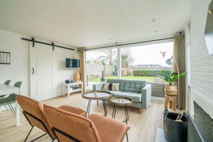 Das geschmackvoll, neue eingerichtete Wohnzimmer