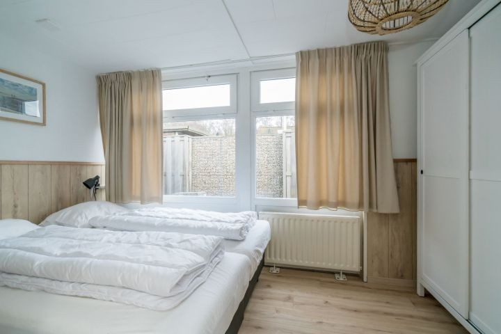 Schlafzimmer 1 mit 2 Luxus Einzel Boxspringbetten