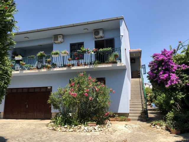Villa in Blumen
