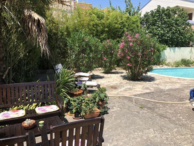 Pool und Gartenmoebeln