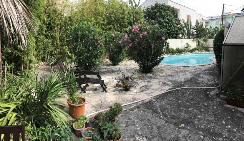 Gartenliegen und Moebel