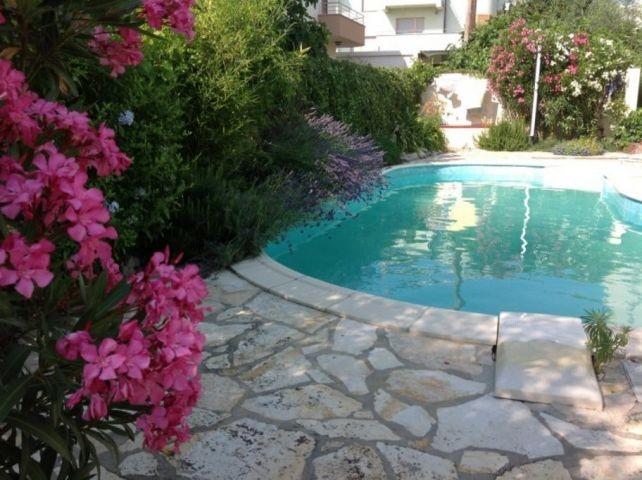 Pool in Garten