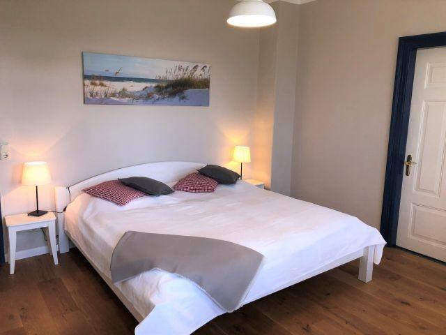 Schlafzimmer mit Doppelbett (200x200)