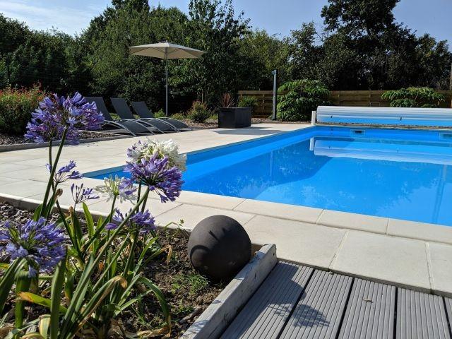 Gemeinschaftlicher beheizter Pool (10m x 5m, 28 Grad Mai-Sept) -