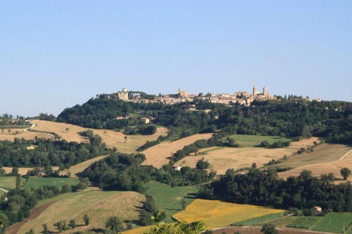 Blick auf San Ginesio, eintauchen ins Mittelalter