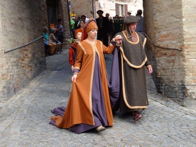 Mittelalterliche Feste mit Umzug