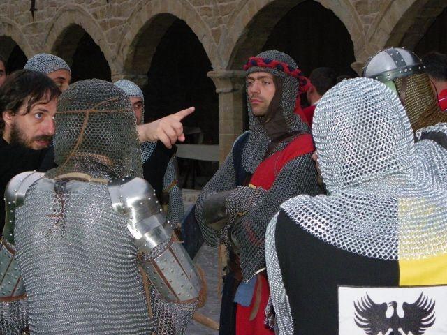 und Schwertkämpfen