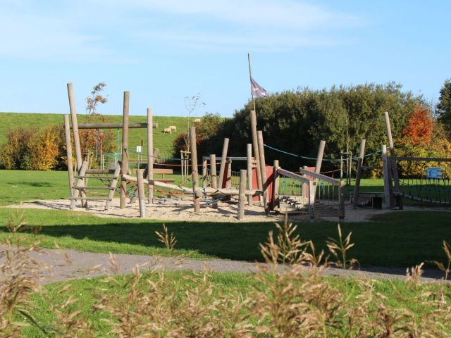 Spielplatz neben dem Seepark