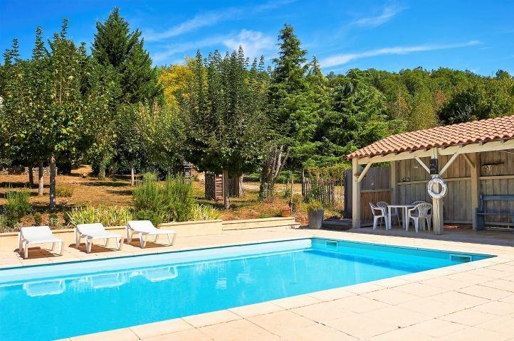 Pool in garten mit pool Haus