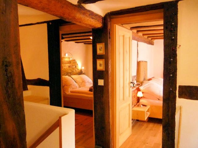 Ein Blick in die beiden Doppelschlafzimmer. Natürlich kann man zum Übernachten auf im Spa schlafen, denn auch dort gibt es ein großes Doppelbett: die Qual der Wahl.