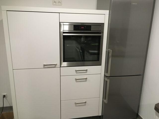 Küchenschrank mit großem Tiefkühlschrank