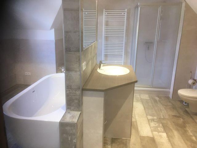 Waschtisch im oberen Bad