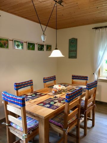 Großer Tisch / 6 Personen für Essen und Spielen