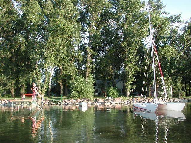 Die Anlage vom See aus gesehen