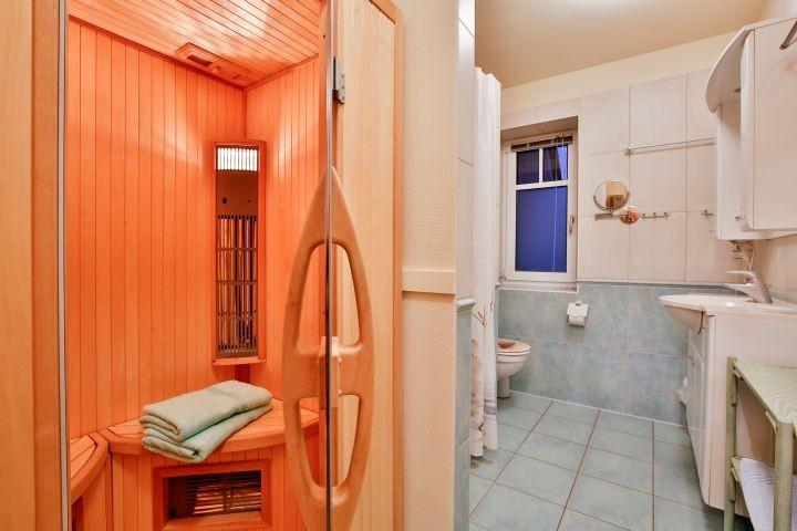 Duschbad mit Wärmekabine (Münzeinwurf)