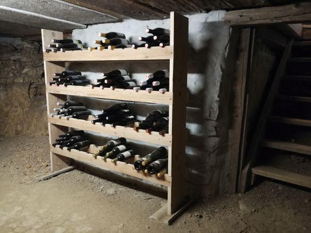 Vinothek im Keller sowie Getränkekeller (alles zum Einkaufspreis)