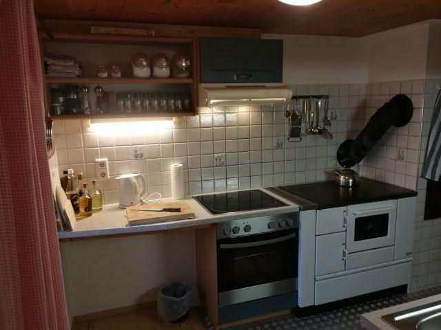 Küche EG mit zusätzl. altem Holzofen :-)