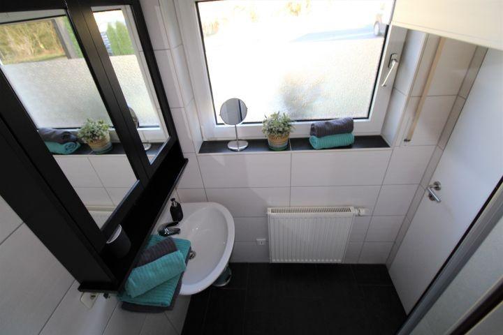 Klein aber fein: das Duschbad mit Fenster
