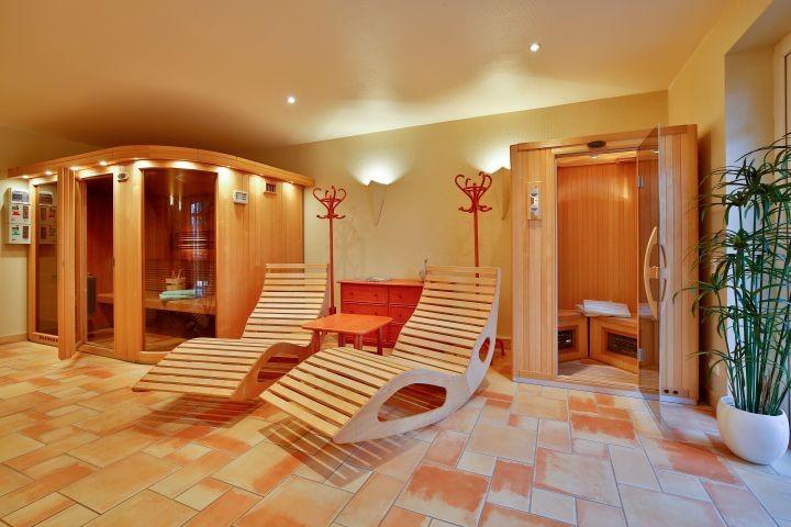 Sauna und Rotlichtkabine (mit Münzeinwurf)