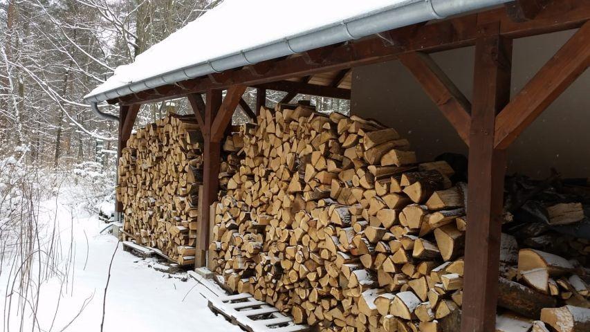 Holzvorrat für den Kaminofen