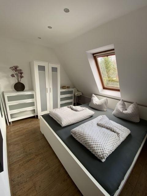 Schlafzimmer mit Doppelbett 180*200
