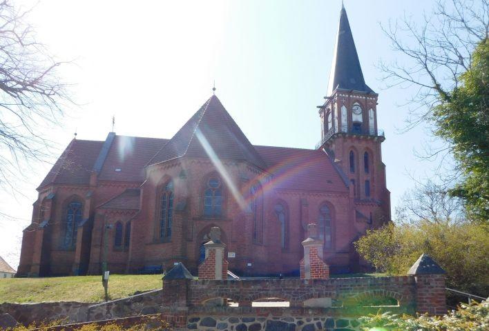 Kirche im Ort Wustrow