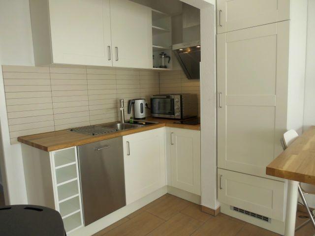 Pantry Küche , gut ausgestattet mit Geschirrspüler und großem Kühlschrank