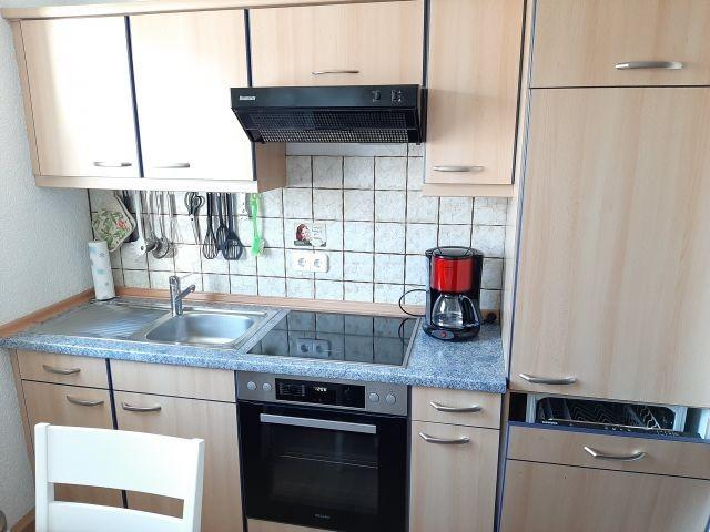Küchenzeile (Nolte) mit Geschirrspüler und neuem Herd von Miele (1.2020)