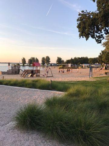 Strand mit Spielmöglichkeiten