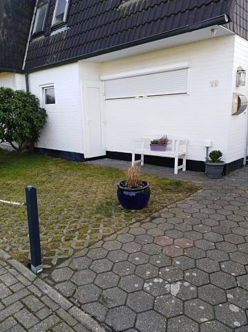 Der Stellplatz vor dem Haus ermöglicht ein problemloses Ein- und Ausladen ihres Autos
