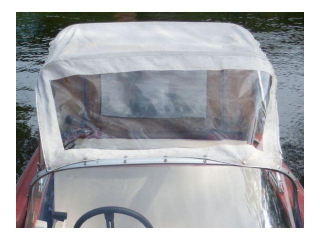 zum Schutz vor Regen hat es auch eine Cabriopersenning
