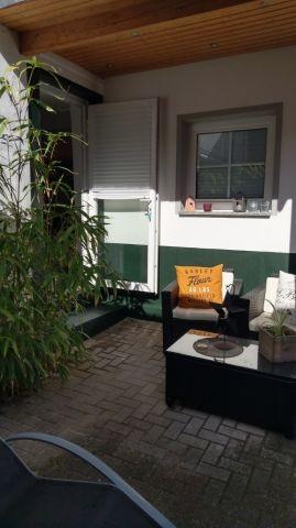 Überdachter  Lounge Sitzbereich  - Terrasse