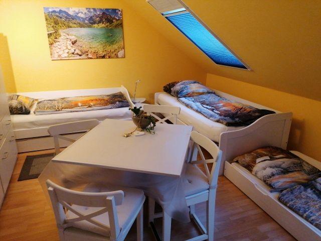 Schlafzimmer 2, 3 Einzelbetten und auf Wunsch 1 Zustellbett