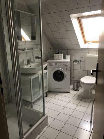Badezimmer mit Dusche/Waschmaschine