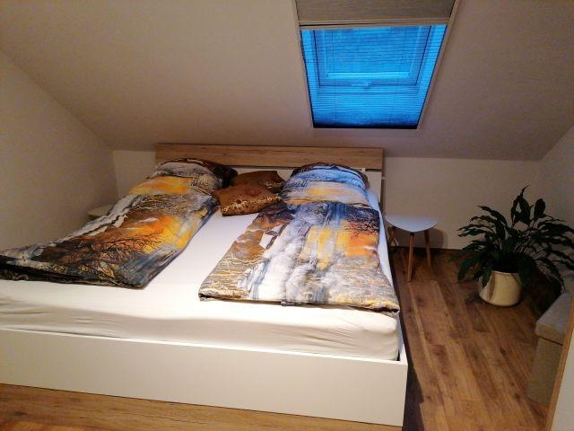 Schlafzimmer  1, 1 Doppelbett 180 x 200